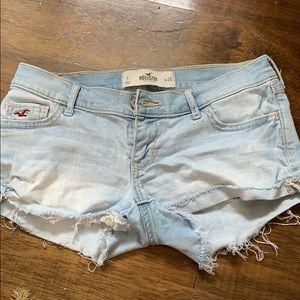 Hollister size 1 Jean shorts.